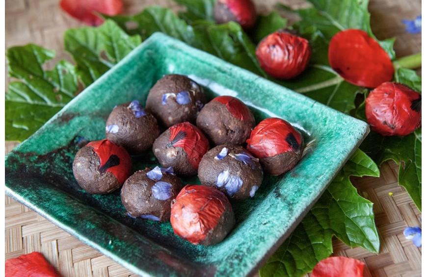 Truffes de chocolat au sucre de Coco et fleurs comestibles