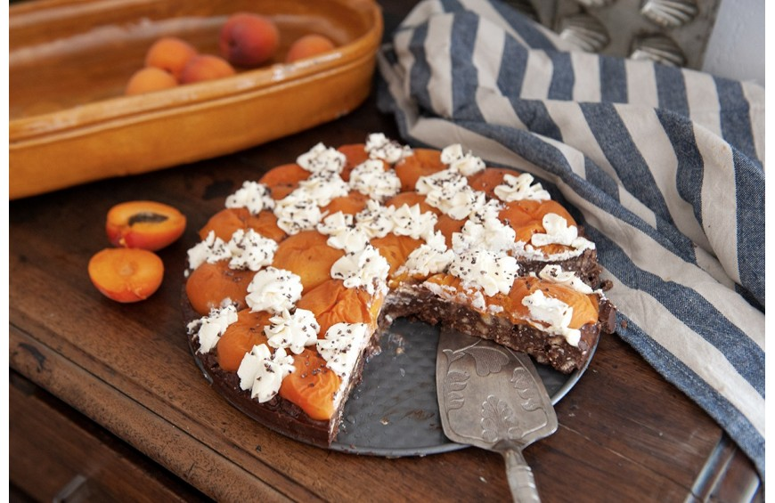 Tarte au chocolat et abricots rôtis au romarin