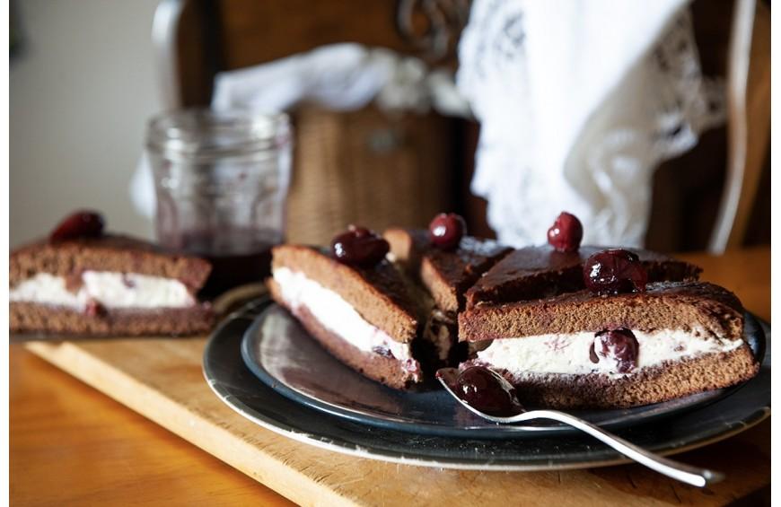 Forêt noire entre deux génoises au chocolat